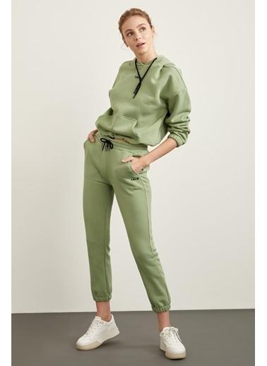 Defacto –Fit İçi Yumuşak Tüylü Kapüşonlu Baskılı Crop Sweatshirt Yeşil